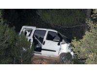 Polis-hırsız kovalamasında her iki araç da kaza yaptı