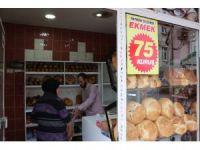 Rakiplerine kızan fırıncı ekmeğin fiyatını yarıya indirdi