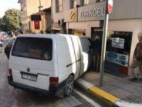 Freni boşalan araç dükkana girdi