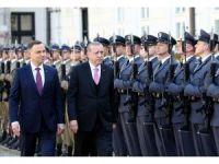 Cumhurbaşkanı Erdoğan, Polonya'da resmi törenle karşılandı
