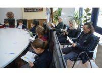 Başkan Özkan öğrencilerle beraber kitap okudu