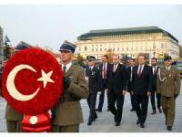 Cumhurbaşkanı Erdoğan, Varşova'da Meçhul Asker Anıtı'nı ziyaret etti