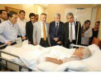 AK Partili milletvekilleri bombalı saldırıda yaralananları hastanede ziyaret etti