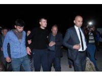 Gazi, baba evinde kurban kesilerek karşılandı