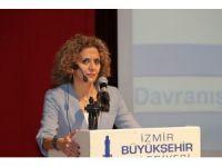 İzmir'de polise 'etkili iletişim' konferansı