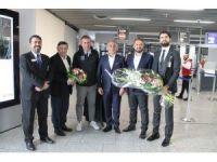 Medipol Başakşehir Almanya'da çiçeklerle karşılandı
