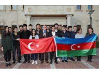 Azeri öğrenciler 26. bağımsızlık yılını kutladı