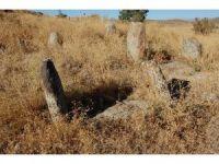 500 yıllık mezarlar definecilerin hedefi haline geldi
