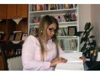 İlkokul mezunu şair kadının okuma azmi