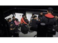 Bitez'de 24 düzensiz göçmen yakalandı