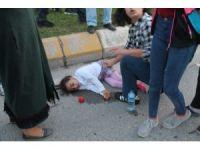 Karşıya geçmeye çalışan anne ile kızına otomobil çarptı