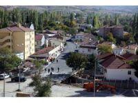 Başkan Çelik, Akkışla'da yapılan asfalt ve kaldırım çalışmalarını inceledi