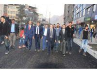 Hakkari'de yol asfaltlama çalışmaları devam ediyor