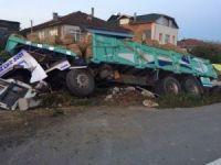 Saman yüklü kamyon devrildi: 1 yaralı