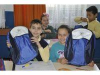 Gölpazarı'nda bin 20 öğrenciye okul çantası hediye edildi