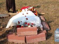 Şehidin Vasiyeti Yerine Getirildi: Mezarının Üzerine Eşinin Beyaz Gelinliği Örtüldü