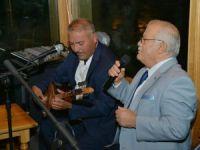 Vali Şentürk, Neşet Ertaş'ın yeğeni ile 'Açma Zülüflerin' türküsünü okudu
