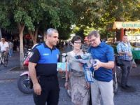 Alanya polisi turistlere harita dağıttı