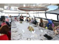 Emine Erdoğan, D-8 Zirvesi'ne katılan liderlerin eşlerini teknede ağırladı