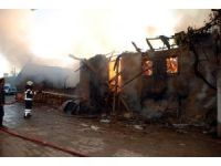 Gediz'deki yangında 4 ev, 1 samanlık ve 1 ahır kül oldu