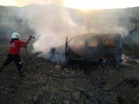 Zeytin topladığı sırada aracı yanarak kül oldu
