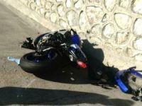 Motosikletiyle Bariyerlere Çarparak Bacağını Kaybeden Genç, Hastanede Can Verdi!