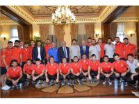 İşitme Engelliler Futbol Milli Takımı Vali'ye ziyaret etti