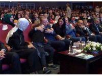 Down sendromlu minik kız Cumhurbaşkanı Erdoğan'a sarıldı