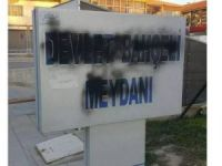 AK Partili belediye siyaha boyanan 'Devlet Bahçeli Meydanı' tabelasını yeniledi