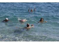 Antalya'da Ekim ayı sonunda deniz keyfi
