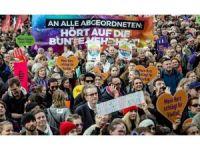 Almanya'da ırkçılık protesto edildi