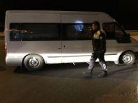 Ekipleri peşine takan minibüse polisler ateş açtı