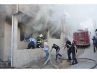 Yangın, depodaki eşyaları küle çevirdi