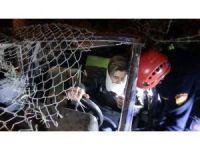 Otomobil askeri lojmanların bahçesine uçtu: 2 yaralı