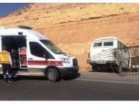 Minibüs yoldan çıktı: 1 yaralı