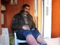 Eşi Tarafından Sokağa Atılan Yaşlı Adam, Tuvalette Yaşam Mücadelesi Veriyor