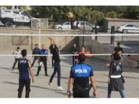 Hakkarili gençlerle polislerin voleybol maçı keyfi