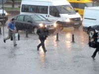 İstanbul'da Yarın Öğle Saatlerinden İtibaren Yağmur Şiddetini Artıracak