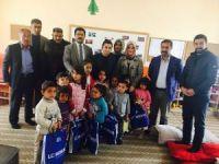 AK Parti'den minik öğrencilere oyunca ve kıyafet desteği