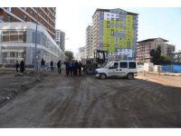 Muş Belediyesi tahrip olan yolları onarıyor