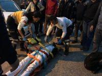 Paten kayan Afganlı gence otomobil çarptı