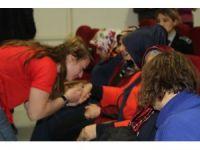 Vali Bilmez'in eşi Meral Bilmez, kız öğrencilerin sorunlarını dinledi