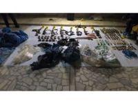 Silopi'de belediye poşetlerine sarılı 7 kalaşnikof ve 1 kanas ele geçirildi