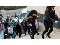 Konsomatrislik yapan yabancı uyruklu 25 kadın gözaltına alındı