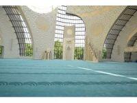 Görme engelliler için özel tasarlanan cami halısı Manisa'da dokundu