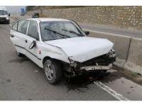 Kontrolden çıkan otomobil bariyerlere çarptı: 6 yaralı