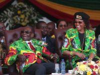 Zimbabve Devlet Başkanı Mugabe parti liderliğinden alındı