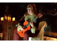 Gitarist Galina Vale Kuşadası'nda konser verdi
