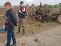 Takla atan traktörün altında kalan tarım işçisi hayatını kaybetti
