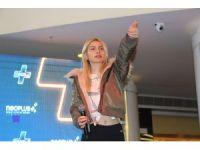Aleyna Tilki, sevenleriyle NeoPlus'ta buluştu